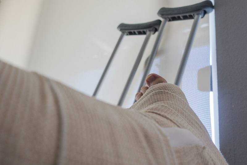 Broken leg after a car accident lawyer | Reid B. Wissner | NYC
